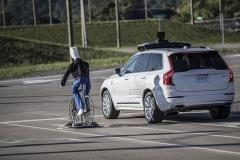 """شرکت """"اوبر"""" آزمایش خودروهای خودران را بار دیگر از سر گرفت"""