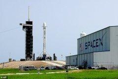 """پرتاب دهمین سری از ماهوارههای """"استارلینک"""" به تعویق افتاد"""