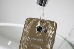 شکایت از سامسونگ برای تبلیغ دروغین ضدآب گوشیهای گلکسی