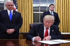 تبعیت اپل و گوگل از سیاستهای خصمانهی دولت ترامپ علیه ایران