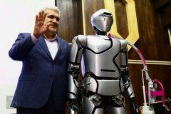 ربات انسان نمای سورنا4 رونمایی شد/ ستاری: رباتیک اجتماعی در کشور خطشکنی کرد