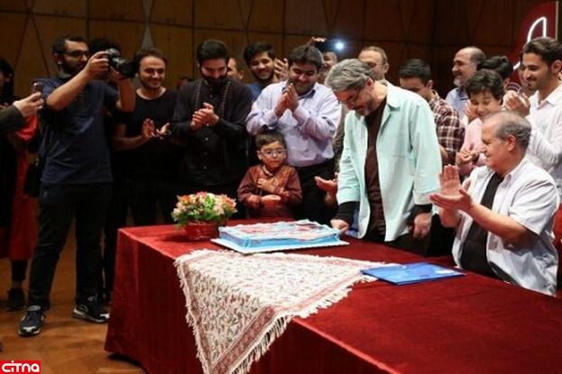 کیکی که نوازندگان نوجوان برای جشن تولد حسین علیزاده گرفتند