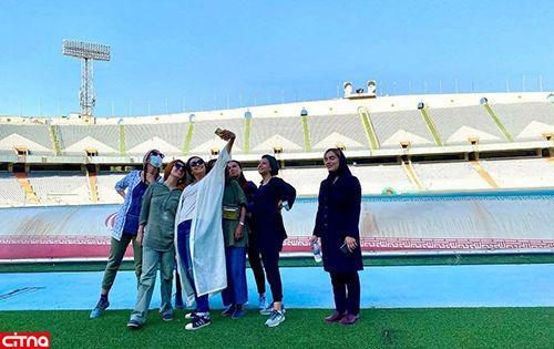 سلفی ترانه علیدوستی در ورزشگاه آزادی