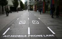 استفاده از موبایل در پیادهروهای ژاپن ممنوع شد
