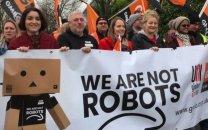 کارگران آمازون در اروپا در روز جمعه سیاه راهپیمایی کردند