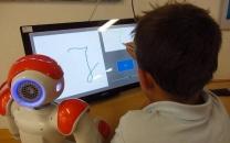 رباتی که مهارتهای نوشتاری کودکان را افزایش میدهد