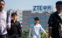 تغییر لحن چشمگیر ترامپ؛ برای بازگشت سریع ZTE به فعالیت اقتصادی مذاکره میکنیم/ تعداد زیادی شغل در چین به خطر افتاده است!