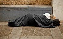 آزار شیطانی مرد بی خانمان به زنی که به او پناه داد