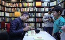 دیدار عادل فردوسیپور با علاقهمندان به کتاب به نفع سیلزدگان
