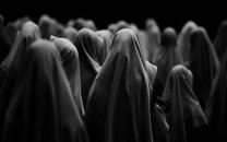واکنشهای توئیتری به مزاحمت برای یک دختر چادری