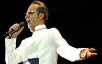 خواننده سرشناس پس از بازی ایران و پرتغال دچار حمله قلبی شد