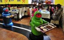 در رستوران علی بابا ربات ها از شما پذیرایی می کنند!