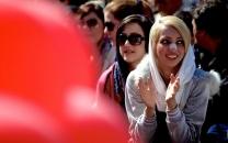 عکس جنجالی رسانه خارجی از دختران ایرانی در خیابان!