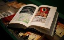 دردسرهای نماد نازیسم برای تئاتر کمدی هیتلر