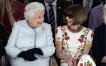 ملکه انگلیس همه را در هفته مد لندن شگفتزده کرد