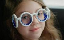 فیلم/ عینکی که در هنگام حرکت مانع از حالت تهوع میشود