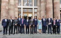 سفر آذری جهرمی به ارمنستان با هدف توسعهی بازار شرکتهای ایرانی در منطقه