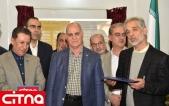 تقدیر اعضای سندیکای صنعت مخابرات ایران از رئیس این سندیکا در نمایشگاه تلکام پلاس 98 (+تصاویر)