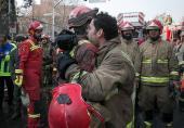 تصاویر/ آتشنشانان در اشک و بُهت فاجعه پلاسکو