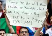 توئیت فیفا در پاسخ به بنر جالب هوادار تیم ملی فوتبال ایران!