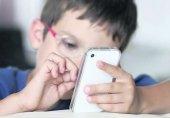 درخواست سرمایهگذاران اپل برای مقابله با اعتیاد کودکان به تلفن همراه