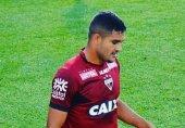 مهاجم برزیلی از علی پروین رخصت خواست