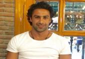پست فرهاد مجیدی: در حق مردم ناراضی همگی استعفا بدهید