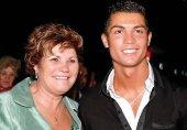 مادر رونالدو: اگر کریس بد بازی کند، سرش غر میزنم!